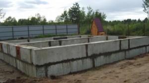 Строим дом: как сделать фундамент из блоков