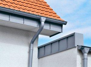 Причины, по которым стоит делать водостоки для крыши