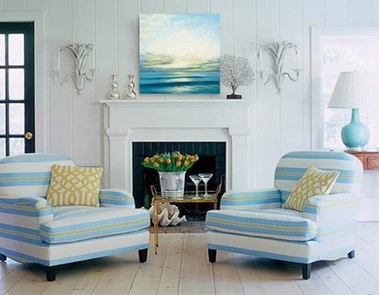 Нежно-голубая гостиная с камином