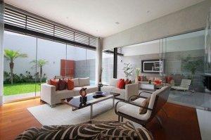 Небольшая гостиная в современном доме