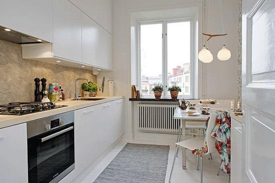 Идея дизайна кухни, где есть только самое необходимое.