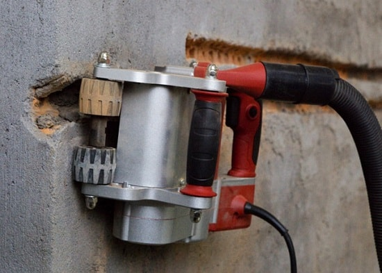 Штробление стен под электрику