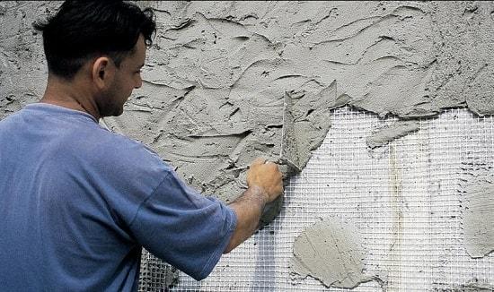 Штукатурка с использованием армирующей сетки, особенности крепления к потолку и стенам