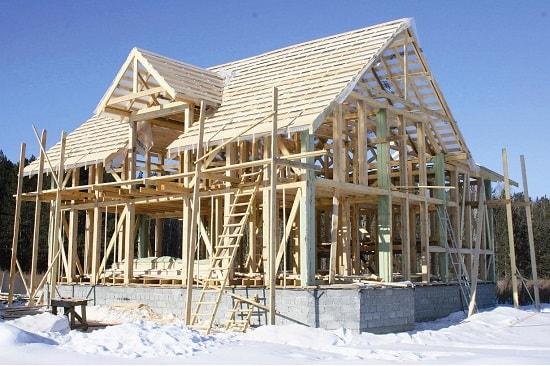 Строительство дома зимой. Особенности зимнего строительства.