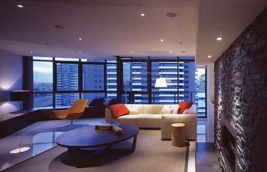 Минимализм в освещении гостиной