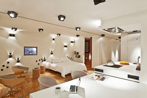 Разноуровневое освещение в гостиной